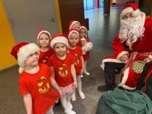 Haraka tantsijad jõuluvanaga 12.12 Lindakivis