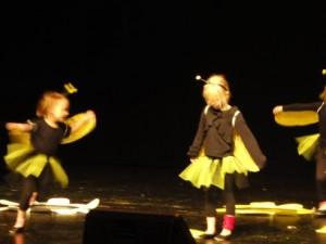 Lasteaia Karikakar tantsijad